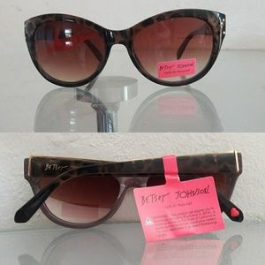 NWT BETSEY JOHNSON CAT EYE TORTOISE SUNGLASSES